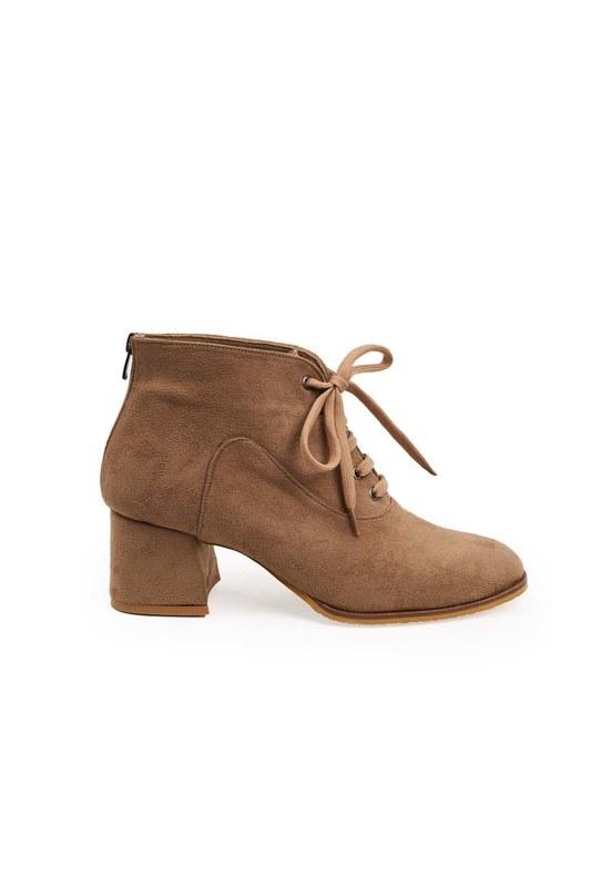 حذاء نصف بوط باربطة (بيج شمواه)