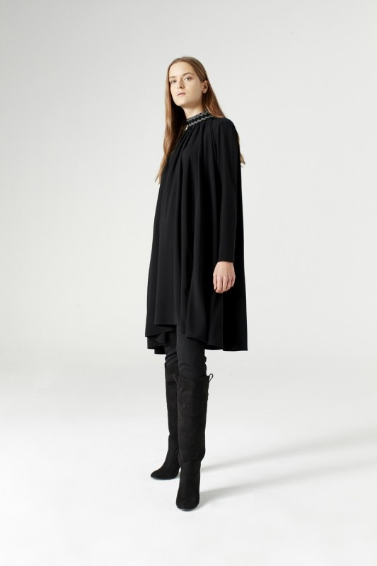 Wide Cut Collar Detailed Dress (Black)
