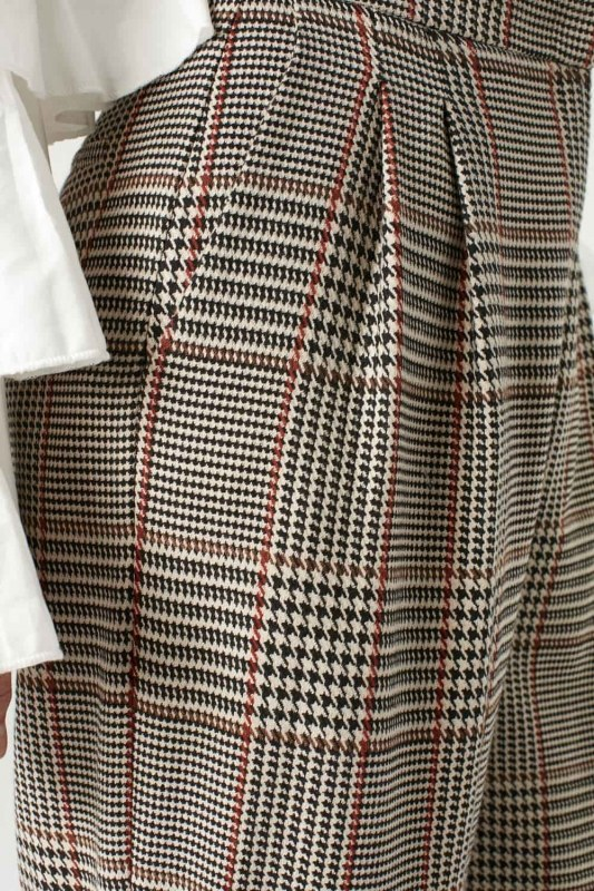 Checked-Patterned Wide Leg Trousers (Beige)