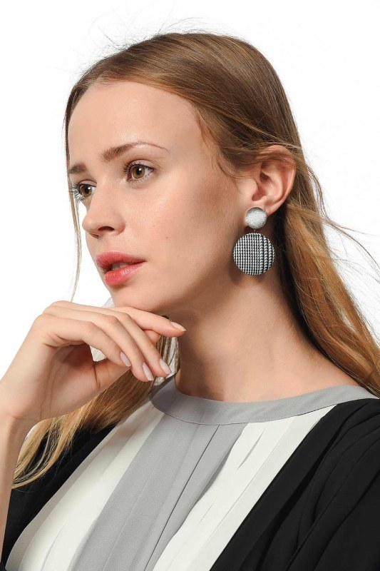 Plaid Patterned Oval Earrings (Grey)