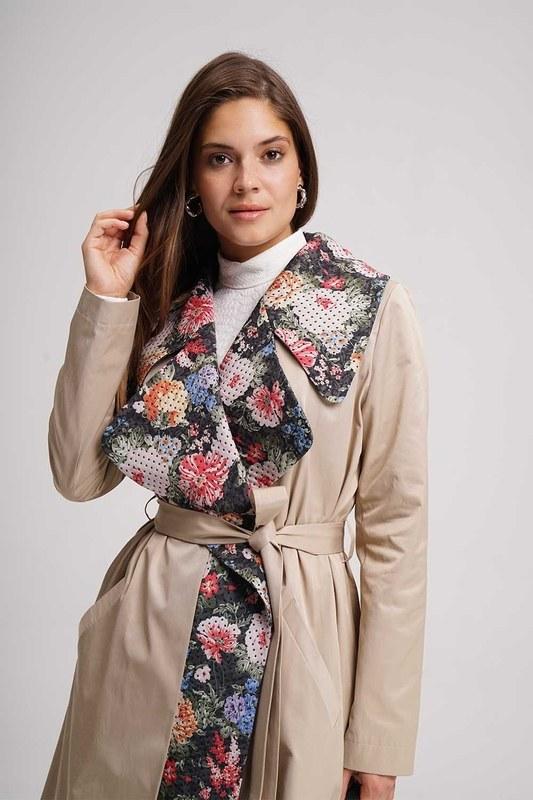 معطف مزين بنقوش الورود (بيج)