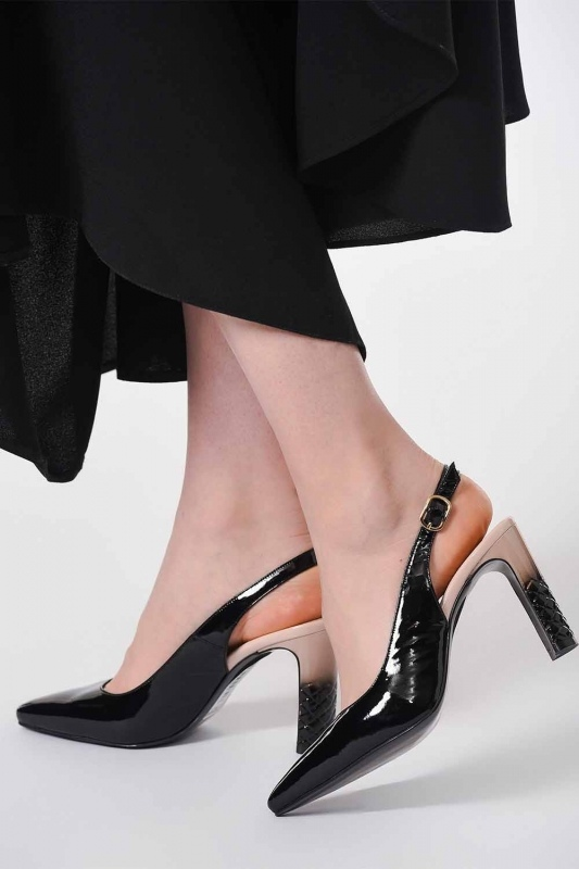 Heeled Patent Leather Shoes (Black/Powder)