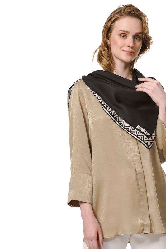 وشاح مربع من الحرير مع حواف نمط (أسود)