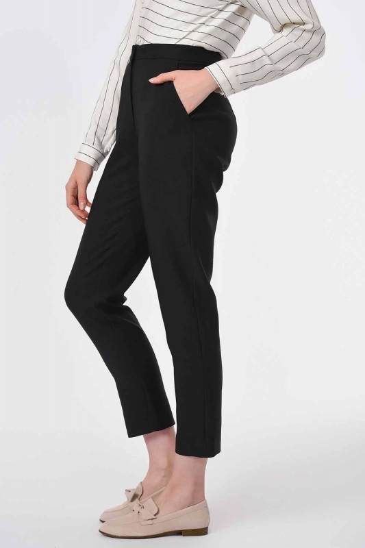Classic Narrow Leg Trousers (Black)