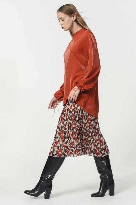 قميص ثقيل مع أكمام دانتيل مفصلة (أحمر كلاريت)