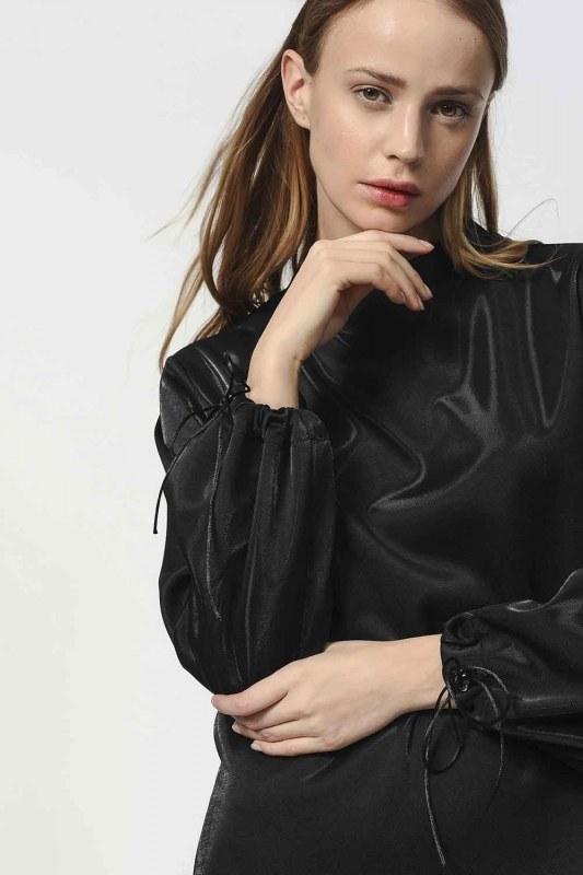 Sweatshirt With Lacing Detailed Sleeves (Black)
