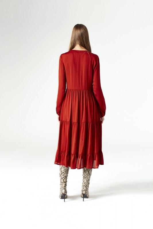 فستان بحلقات دائرية تحت الرقبة (قرميدي)