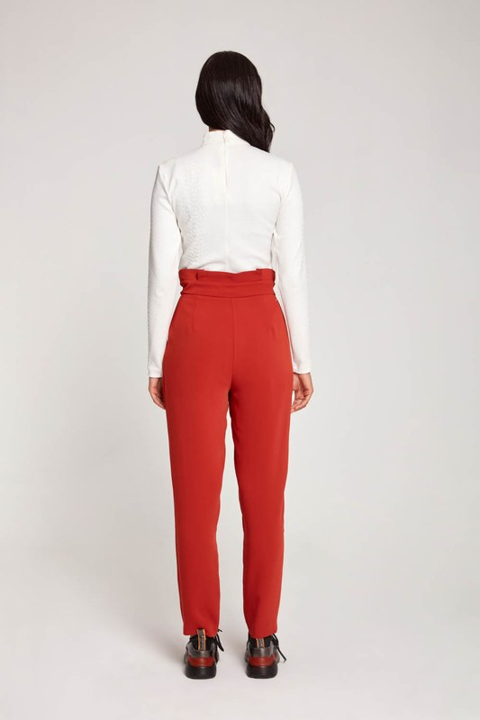 Bird-Eye Detailed Trousers (Brick Red)