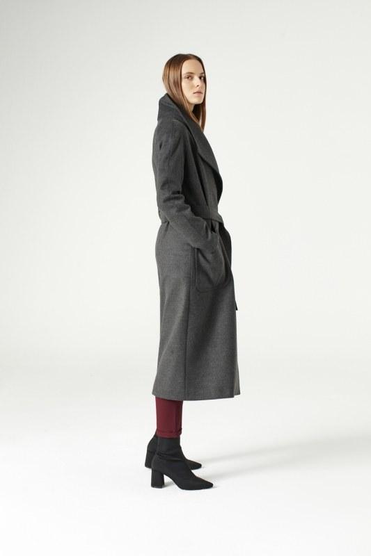 معطف بياقة واسعة (لون أسود فحمي)