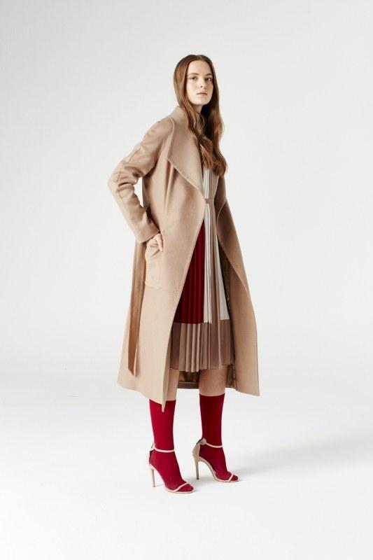 معطف بياقة واسعة (لون جملي)