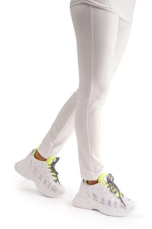 حذاء رياضي بشريط نيون (أبيض)