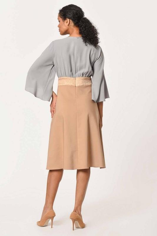 فستان بلونين مع تفاصيل الحجر على الكتف (البيج)