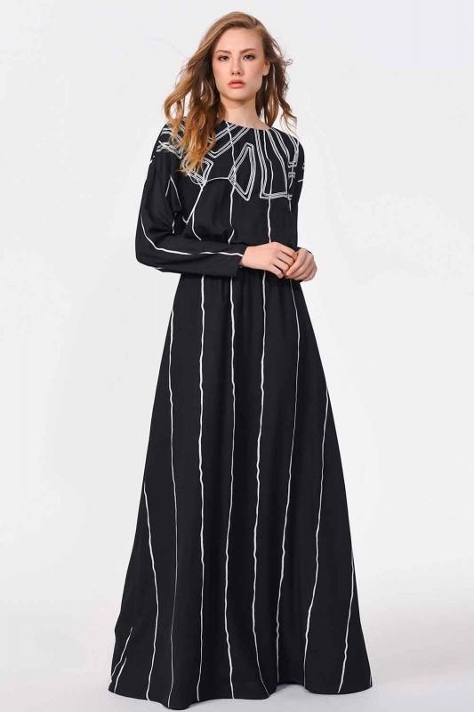 فستان طويل مع تصميم على الجبهة (أسود)