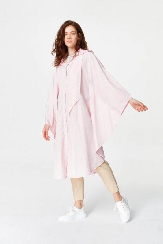 معطف واق من المطر في تصميم المعطف (وردي فاتح)