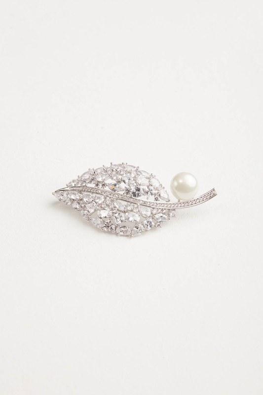 Pearl Detailed Leaf Brooch