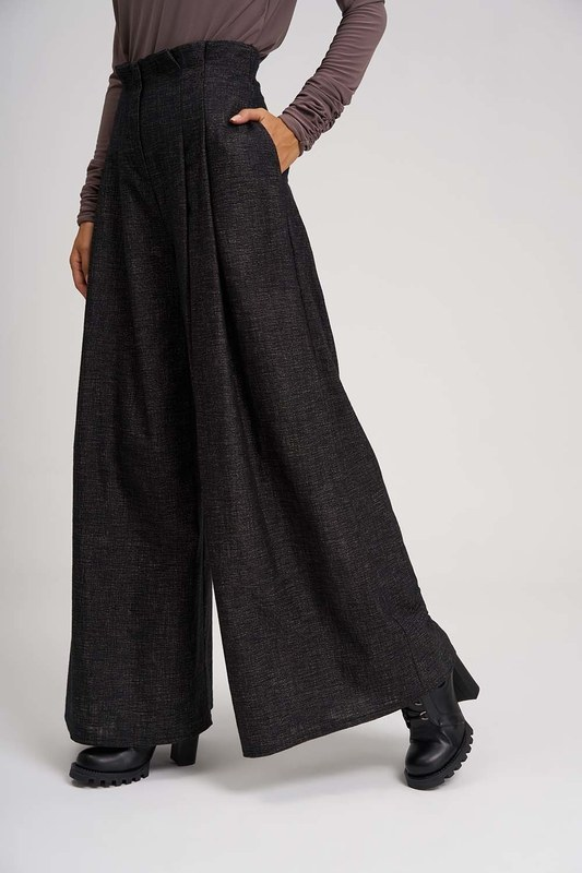 Pleated Plenty Leg Trousers (Brown)