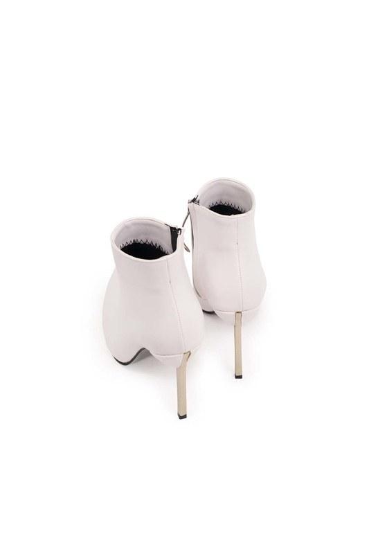 حذاء بكعب مدبب (أبيض)