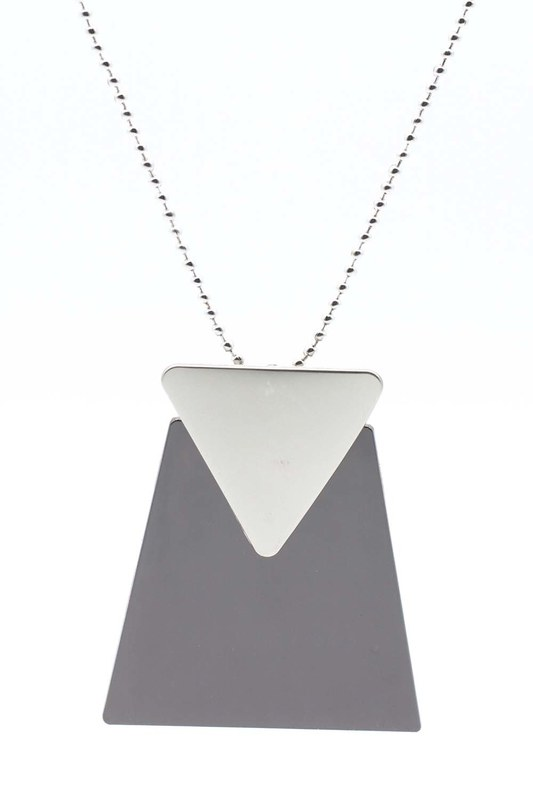 Triangle Detailed Necklace (Black)