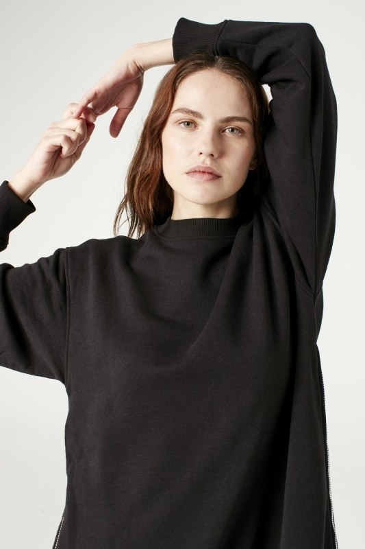 Sideward Zipped Sweatshirt (Black)
