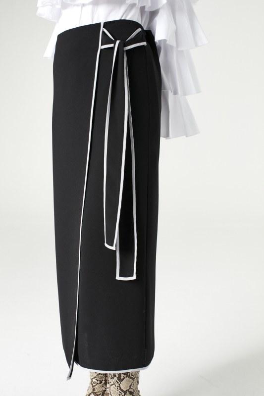 تنورة بحزام جانبي (أسود)