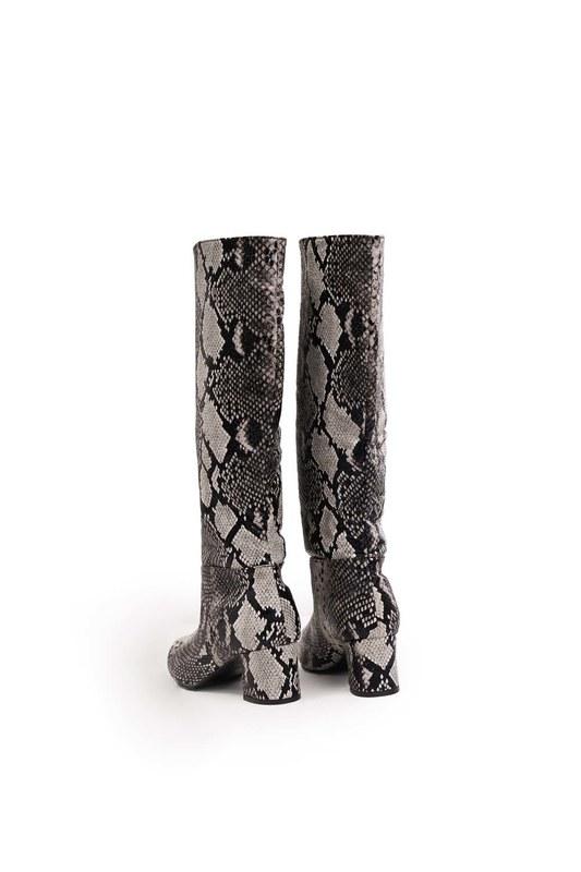 حذاء بنمط ثعبان (أسود)